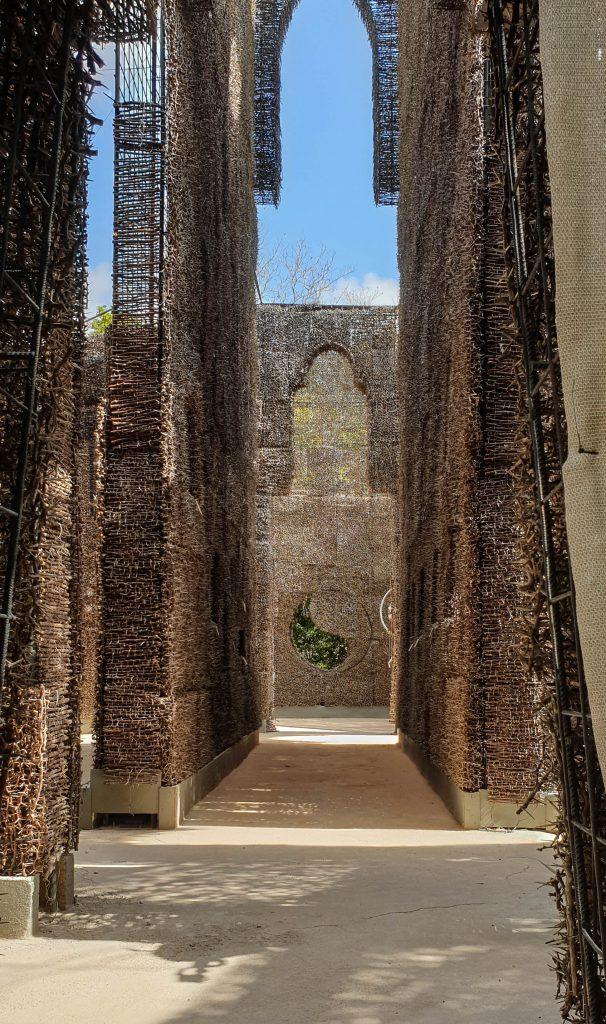 Kathedraal van de Doornen gemaakt van Supina struiken.